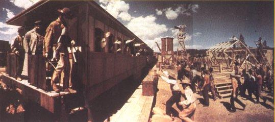 AC8-Train_at_train_station.JPG (34724 bytes)