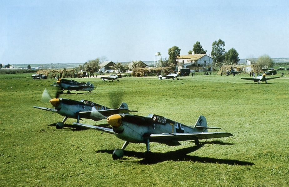 P131_Me109s_prepare_for_takeoff_in_Spain